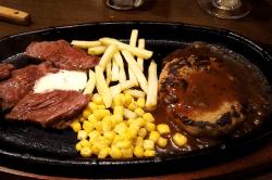 ハンバーグとステーキ鉄板焼き-min