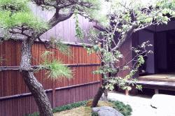 二川宿旅籠内庭-min