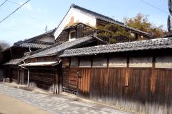 亀山宿旧家-min