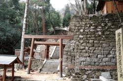 片山神社-min