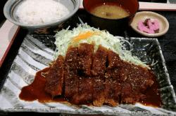 矢場とんロースカツ定食-min