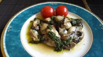 牡蠣のオリーブ炒めバジルソース-min