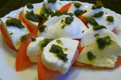 モッツァレア、トマトのバジルソース-min