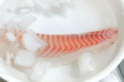 真鯛刺身調理1-min