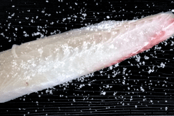 真鯛刺身調理3-min