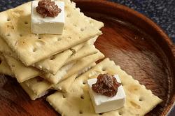 チーズアンチョビクラッカー-min