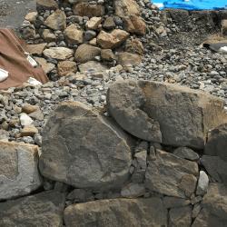 家康と秀吉の石垣の違い-min